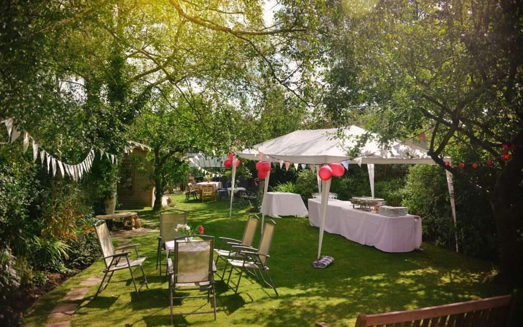 Przyjęcie w ogrodzie i catering n przyjęcie plenerowe